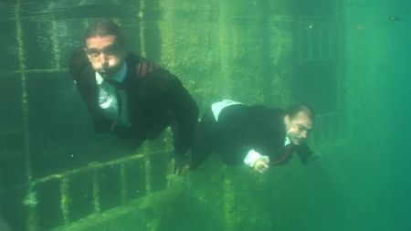 24_Underwater_Swim